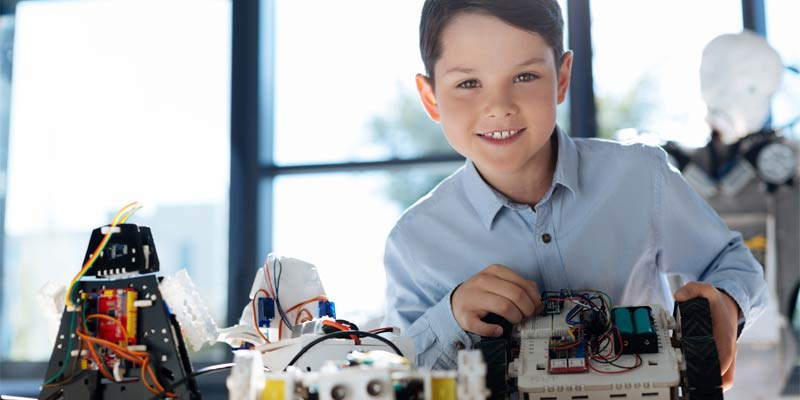 You'll love this list of STEM gifts for kids, including science experiments, engineering projects and all things that make it fun for children to learn about math and science! Check out these great gifts ideas for kids, including STEM gifts for teens too!